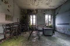 Retenue. (LoquioR) Tags: school école classe classroom decay abandonné abandoned exploration urbex urbaine