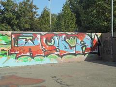 051 (en-ri) Tags: wola moet arancione azzurro arrow parco dora moans wild warafo hits crew verde torino wall muro graffiti writing rosso gocce