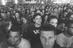 A espera (Jaime Sales) Tags: pretoebranco blackandwhite show concert brazil brasil selfportrait rock nacional paralamasdosucesso biquini cavadão gente pessoas people olhar olhares