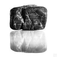 "STONE ""Macro Mondays"" (MAICN) Tags: stone reflection mono stonerhymingzone sw makro bw 2017 blackwhite monochrome macromonday schwarzweis spiegelung mm einfarbig macro macromondays stein"