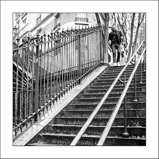 L'homme en haut de l'escalier