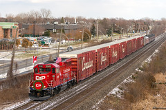 CP Holiday Train @ Pointe-Claire, QC (Mathieu Tremblay) Tags: pointeclaire québec canada ca cp canadian canadien pacific pacifique railroad railway holiday train fêtes emd gp20ceco 2249 vaudreuil subdivision locomotive sony a99 sal70300g