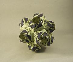 Ariadne's Crown de Natalia Romanenko (Pere Olivella) Tags: origami papiroflexia kusudama modular romanenko olympiad