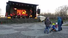 modern family (nick popa) Tags: family bike child concert rock park winter christmas fair