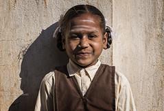 BADAMI : PORTRAIT D'ÉCOLIÈRE (pierre.arnoldi) Tags: inde india karnataka badami pierrearnoldi photographequébécois portraitdenfant portraitdécolière on1raw2018 photoderue canon6d photooriginale photocouleur