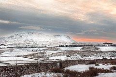 snowy sunset (Yvonne Alderson) Tags: leyburn shawl yorkshire snow sunset december winter white