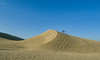 Duna... (Leo ☮) Tags: duna dune arena sand gente people cielo sky blue azul huellas footprints playa beach maspalomas grancanaria islascanarias