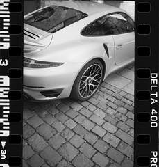 (Hugo Bernatas) Tags: delta ilford 35mm olympus xa2 analog car lyon porsche