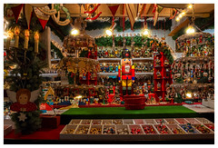 Nutcracker's home (FocusPocus Photography) Tags: weihnachtsmarkt christmasmarket auslage display nussknacker nutcracker