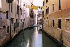 (Eleonora Beretta) Tags: venice venezia pannistesi yellow everythingsyellow bucatogiallo