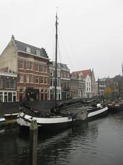 Boat and houses, old harbor of Delfshaven, Rotterdam, Netherlands (Paul McClure DC) Tags: delfshaven rotterdam netherlands thenetherlands southholland zuidholland nov2017 architecture historic