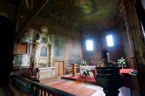 Wnętrze prezbiterium kościoła Wniebowzięcia NMP i św. Michała Archanioła w Haczowie