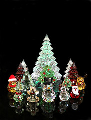 2017 Sydney: A Crystal Christmas (dominotic) Tags: 2017 christmas christmasdecoration crystalchristmastree sparkle ornament crystal blackbackground smileonsaturday xmasdeco santa elf snowman christmasducks swarovskichristmastrees swarovskichristmasfigurines waterfordcrystalchristmastrees red green gold yellow reflection sydney australia
