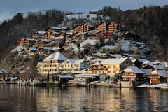 Hotel Hirschen in Gunten am Thunersee im Winter mit Schnee im Berner Oberland im Kanton Bern der Schweiz (chrchr_75) Tags: christoph hurni schweiz suisse switzerland svizzera suissa swiss chrchr chrchr75 chrigu chriguhurni chriguhurnibluemailch dezember 2017 dezember2017 albumzzz201712dezember kantonbern kanton bern berner oberland berneroberland thunersee alpensee see lake lac sø järvi lago 湖 albumthunersee