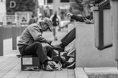 _04A6032 (Paolo_Riquelme_Quiroz) Tags: lustrabotas shoes hombre man trabajando working lima perú parquecentral parquekennedy miraflores canon5dmarkiii