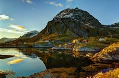 Islas Lofoten (zapicaña) Tags: hdr islas lofoten island noruega norge nordland water agua reflejos montaña mountain sky cielo lake lago houses casas