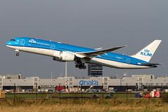 PH-BHE, Boeing 787-9 Deamliner, KLM (Freek Blokzijl) Tags: klm 7879 dreamliner kaagbaan rotation autumn blue schiphol airport takeoff departure planespotting canon eham ams amsterdamairport 70200l28isusm eos 7d