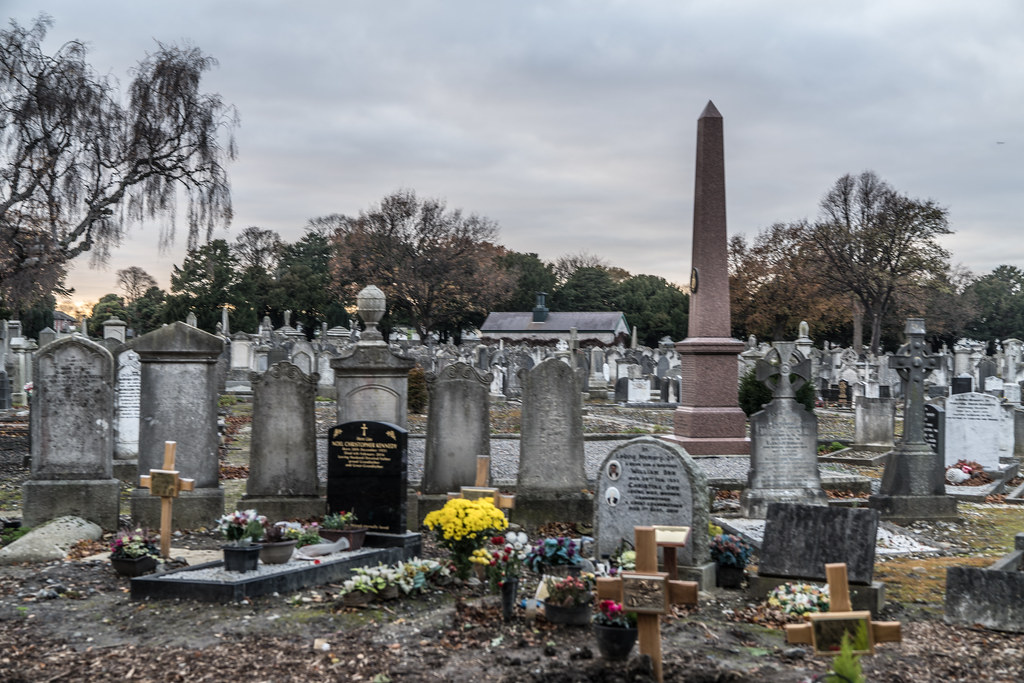 MOUNT JEROME CEMETERY IS AN INTERESTING PLACE TO VISIT [IT CLOSES AT 4PM]-134344