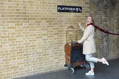 off to Hogwarts (=Mirjam=) Tags: sonyrx100iii london kingscrossstation platform934 harrypotter 52weeksof2017 november 2017