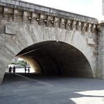 Archways of Pont de la Tournelle thumbnail