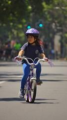 el primer paseo (sebcastillo) Tags: santiago capital deportes ciclorecreovias urbano ruedas personas