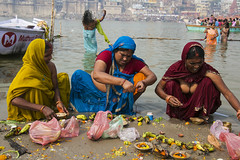 Ritual (Dick Verton ( more than 12.000.000 visitors )) Tags: colours women colorfulwomrn ganges ritual ceremony varanasi india asia traveling boats offering sacrife