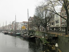 Houses and boats, Aelbrechtskolk, Delfshaven, Rotterdam, Netherlands (Paul McClure DC) Tags: delfshaven rotterdam netherlands thenetherlands southholland zuidholland nov2017 architecture historic scenery