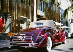 Beverly Hills Ca. Rodeo Drive Concours D'Elegance 2017 (Kodak Ektar 100) (JCD Images) Tags: rodeodrive concoursdelegance beverlyhills california usa 2017 cars auto show chrome custompaint voigtlander bessar3m nokton 40mm f14 singlecoated kodak ektar 100 film rangefinder 35mm scanned prolab