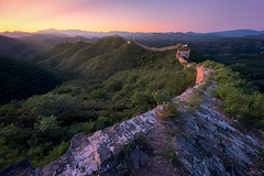Overarching (Hilton Chen) Tags: vegetation autumn gubeikou leadingline sunrise panlongshan curves mountains greatwall green mistymorning china beijing chengdeshi hebeisheng cn