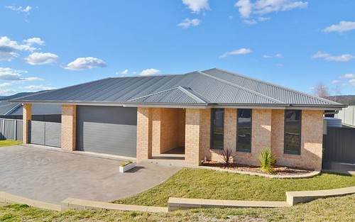 33 Hillcrest Avenue, Lithgow NSW