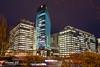 Wien am Abend (eduard 62) Tags: 62 eduard d750 nikon büro wien licht hochhaus strasse baum bäume sträucher bürogebäude