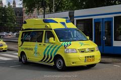 Dutch ''wish ambulance'' (Dutch emergency photos) Tags: ambualnce ambulance 112 99 000 999 911 dutch nederland nederlands nederlandse amsterdam wens wensambulance wish wishambulance stichting blue ligh light 45tkzh