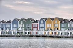 Utrecht - Houten - Rainbow Houses (Ventura Carmona) Tags: nederland paisesbajos netherlands niederlande utrecht houten rietplas rainbowhouses arcoiris regenbogen venturacarmona