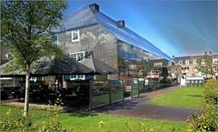 Ferme en verre, Schijndel, Brabant-Septentrional, Pays-Bas (claude lina) Tags: claudelina paysbas nederland hollande brabantseptentrional schijndel fermeenverre architecture terrasse reflets reflections