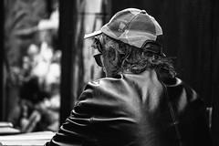 "Bologna -  ""Il quadrilatero"" - Via Pescherie Vecchie (Massimo Battesini) Tags: bologna emiliaromagna italia it olympusem5markii olympus em5markii panasoniclumixgxvario35100f28 panasonic lumix panasonic35100mmf28 photographiederue streetphotography fotografiaderua photosdelavie escenacallejera ilquadrilatero viapescherievecchie italy italie italien"