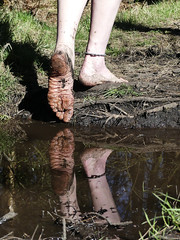 Sole reflection (Barefoot Adventurer) Tags: barefoot barefooting barefoothiking barefeet barefooter barefooted baresoles barfuss anklet arches strongfeet toughsoles healthyfeet happyfeet hardsoles reflection ruggedsoles roughsoles earthsoles earthstainedsoles earthing connected toes muddysoles mirroredsoles callousedsoles callouses blacksoles barefootwalking soles soil earth leathertoughsoles flexiblefeet freedom forest
