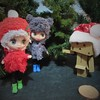 BaD 1 December 2017: O Christmas Tree! (jefalump) Tags: danbo danboard campfashion blackandwhitecollection flowersnfashion lpspetiteblythe christmas tree lot hats