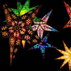 Christmas Stars (roseysnapper) Tags: christmasmarket olympusmzuiko1442mmf3556 olympusomdem10ii blackbackground advent edinburgh scotland decoration lights star
