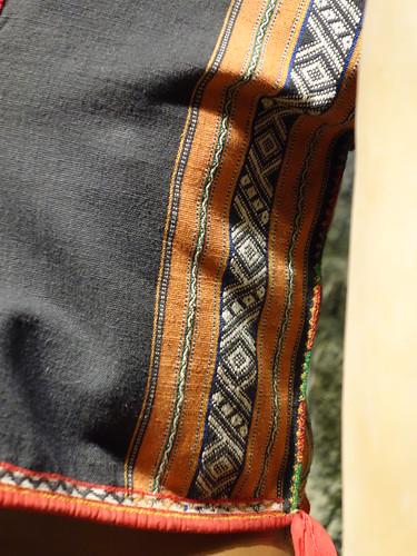 Les symboles sur les tissus bahnars ont des significations, ici les losanges font référence à la rivière