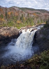 towab trail / agawa falls (twurdemann) Tags: 06ndmediumgrad agawariver autumn canada dayhike detailextractor fall2017 fallcolor fallcolour fujixt1 hike lakesuperiorprovincialpark landscape leeseven5 light mist nature nikcolourefex northernontario ontario ontarioparks park rapids shadow tonalcontrast towabtrail water xf14mm