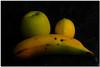 Fruits d'un color qualsevol escollit a l'atzar (Jesús Cano Sánchez) Tags: elsenyordelsbertins fujifilm xq1 catalunya cataluña catalonia barcelonaprovincia valles vallesoriental biguesiriells bigues poma manzana apple llimona llima limon lime platan banana platano malus musa citrus groc amarillo yellow