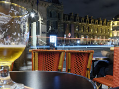 Bière en terrasse et vue sur le Louvre (dadaplas) Tags: paris nuit café terrasse