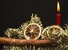 IL BASTONE DELLE FESTE. NATALE E' ALLE PORTE. (FRANCO600D) Tags: bastone stick hmm macromondays addobbo addobbonatalizio natale christmas macro arancia fetta pino abete canon eos600d franco600d