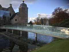 Look at the clouds in the bridge made of glass (Nieuwe schoenen; ik ben er weer) Tags: castel museum willink bridgeofglass autumn trees kasteelruurlo museummore carelwillink glazenbrug slotgracht herfst bomen llandschap park
