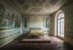 Fit For A King (Paul J Photography) Tags: italy urbex abandoned