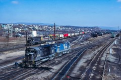 Pairs (douglilly) Tags: conrail altoona c425