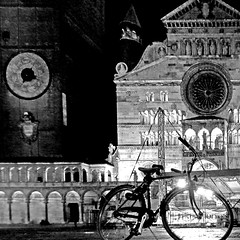 Cremona, Italia (pom'.) Tags: panasonicdmctz30 november 2017 cremona lombardia italia italy europeanunion bicycle bike church duomo campanile torrazzo cattedraledisantamariaassunta 100 200 300 400 5000