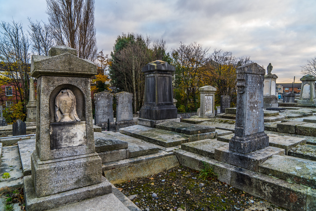 MOUNT JEROME CEMETERY IS AN INTERESTING PLACE TO VISIT [IT CLOSES AT 4PM]-134285