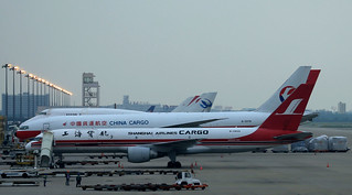 Shanghai Airlines Cargo B757-200PCF B-2809 parked at PVG/ZSPD
