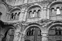 Abbaye de Jumièges (claudio malatesta) Tags: normandie abbaye église égliseromane blackandwhite noiretblanc bw fuji fujifilmxt10 claudiomalatesta jumièges